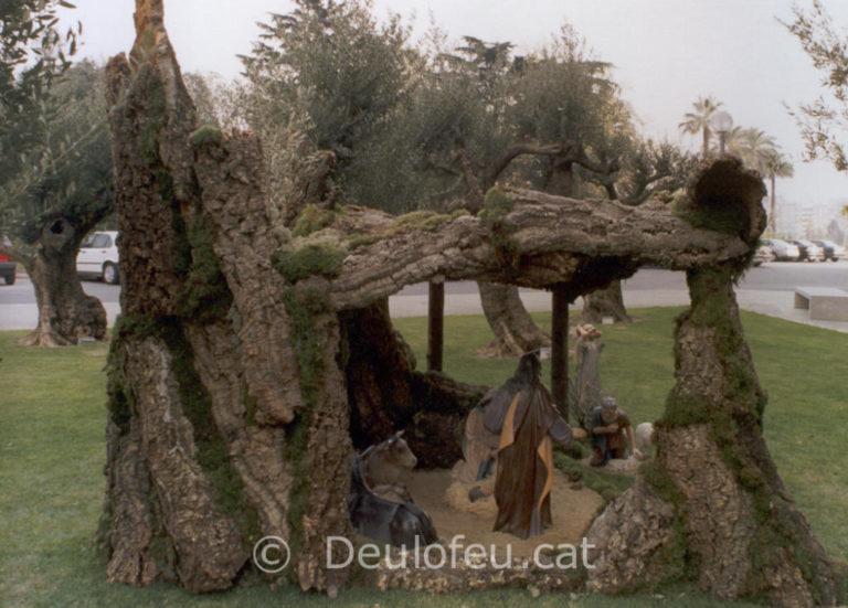 Cova per a figures de 90 cm. al jardí de l'Hotel Joan Carles I